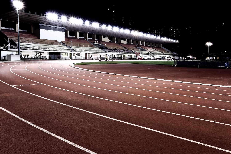lichtanlagen led sportplaetze leichtathletik