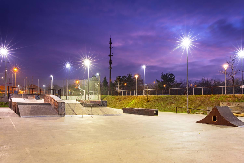 lichtanlagen led sportplaetze skatepark
