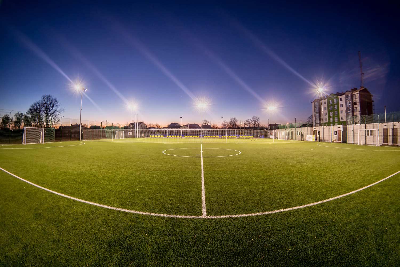 lichtanlagen led sportplaetze fussball
