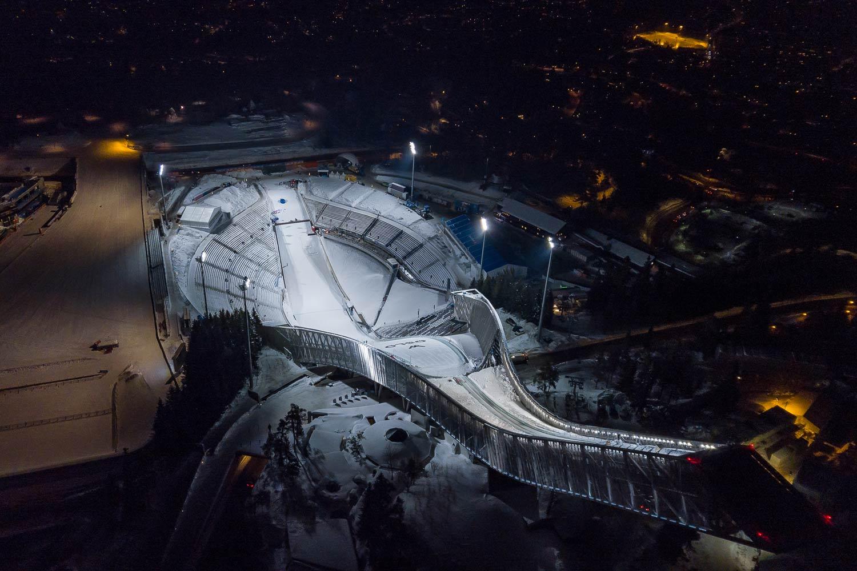 lichtanlagen led sportplaetze skisprungschanzen